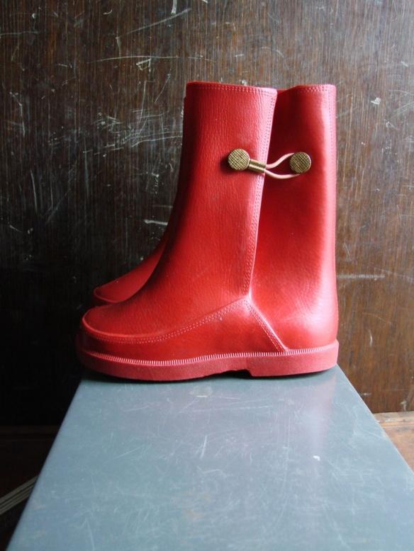 b24f893efc1d9a60a00927af88b8d070--rubber-rain-boots-vintage-boots